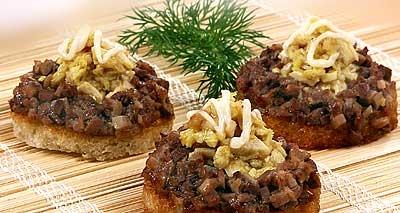 Канапе с мясом цыпленка («Люсиль»).