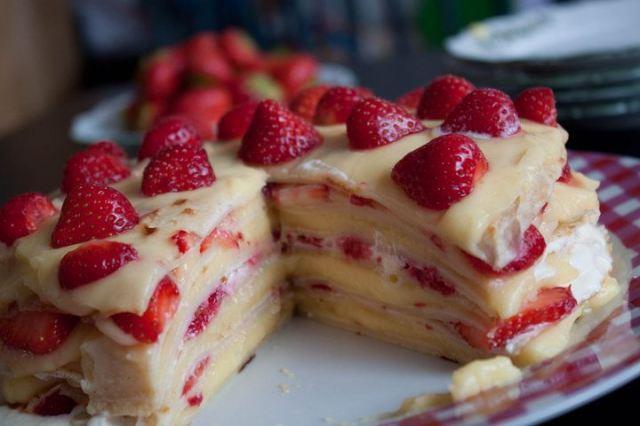 Торт»Клубичная поляна».