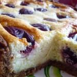 Творожный пирог со сливами.