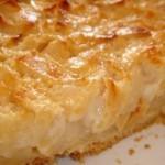 Нежный яблочный пирог с заливкой.