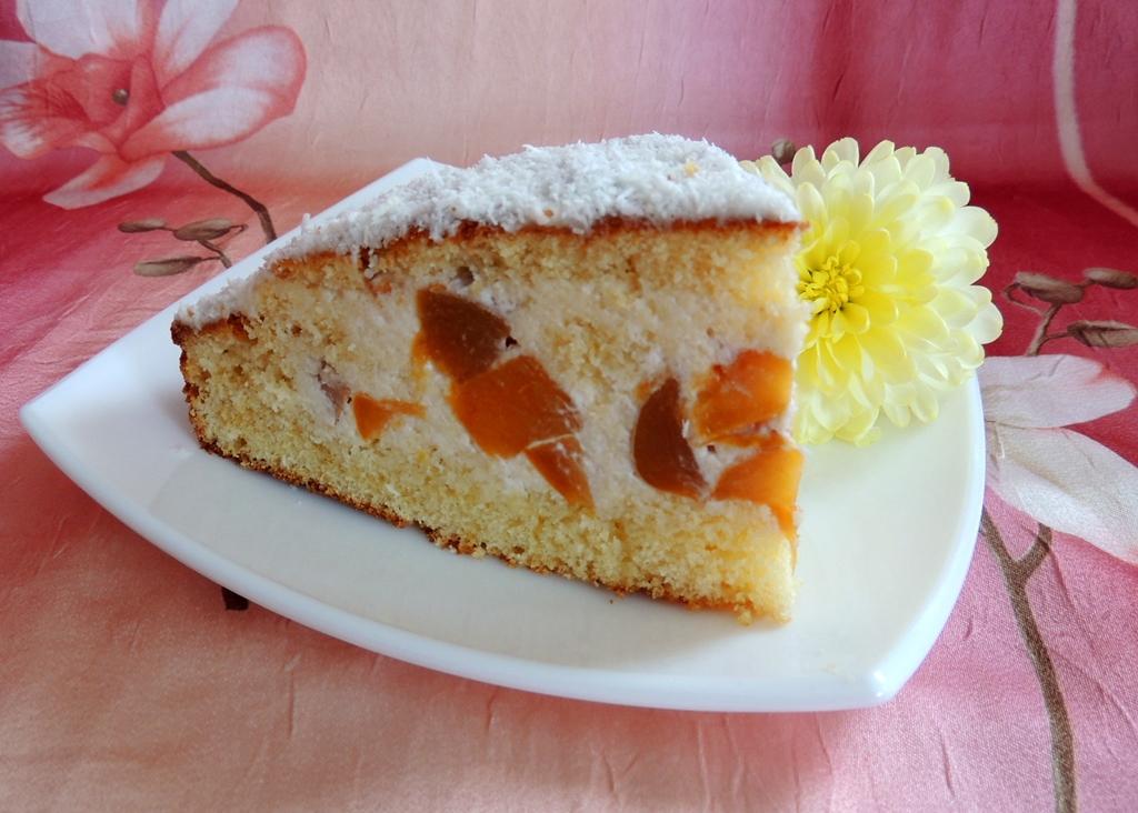 Бисквитный пирог с персиками.