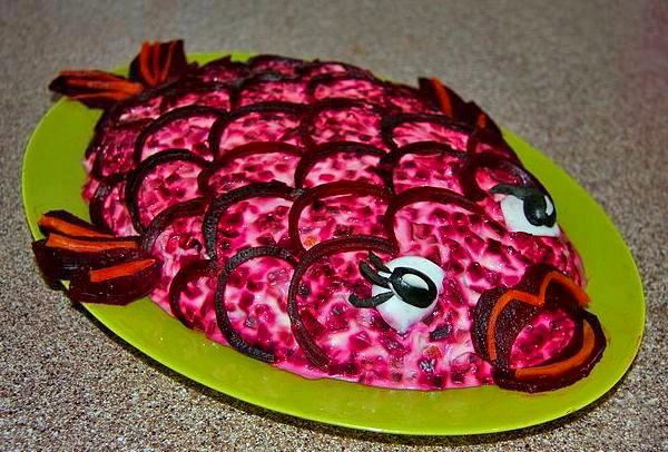 Рыбное филе со свеклой.