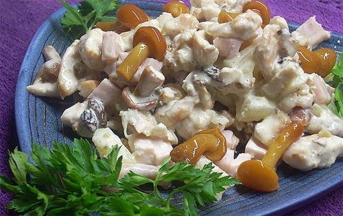 Салат с сыром и грибами.
