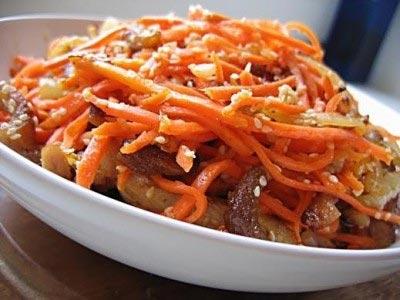 """Салат """"Царский"""" с шампиньонами и морковью."""
