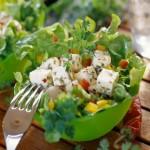 Македонский салат с сыром.