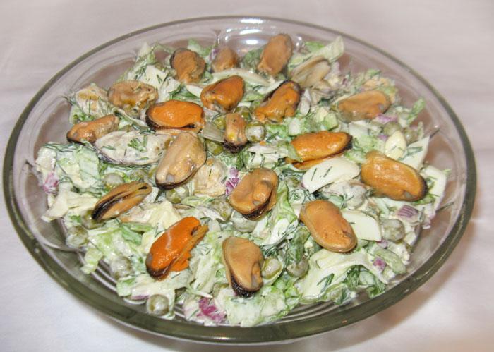 Салат из консервированных мидий рецепт с фото