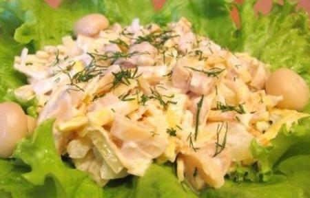 Салат из шампиньонов  с луком.