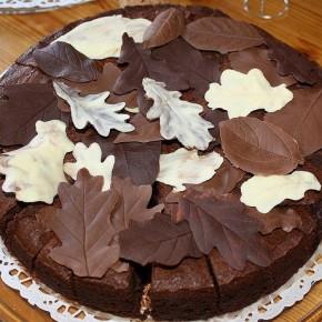 Шоколадный торт с грушами.