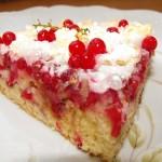 Йогуртовый торт с ягодами.