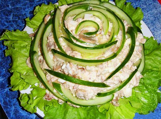 Салат из фасоли с ветчиной.