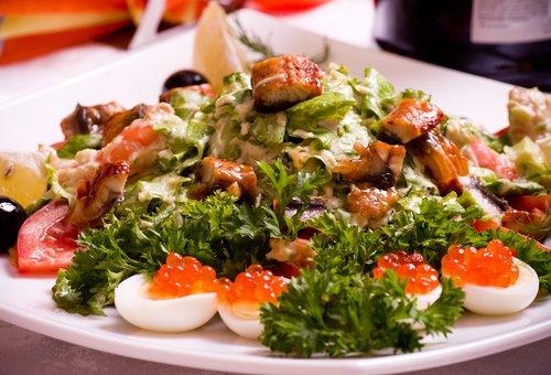 Салат из жареной рыбы.