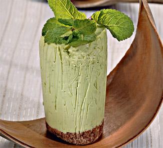 Десерт «Тирамису» с зеленым чаем и мятой.