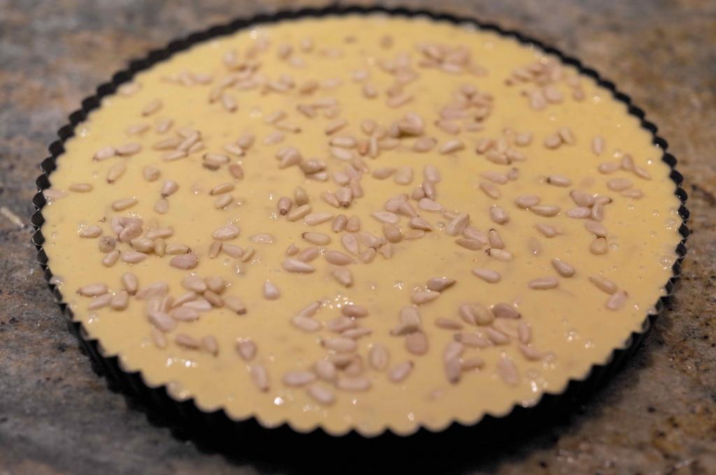 Пирог с оливковым маслом и кедровыми орехами.