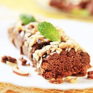 Шоколадная колбаска с печеньем и ликером.