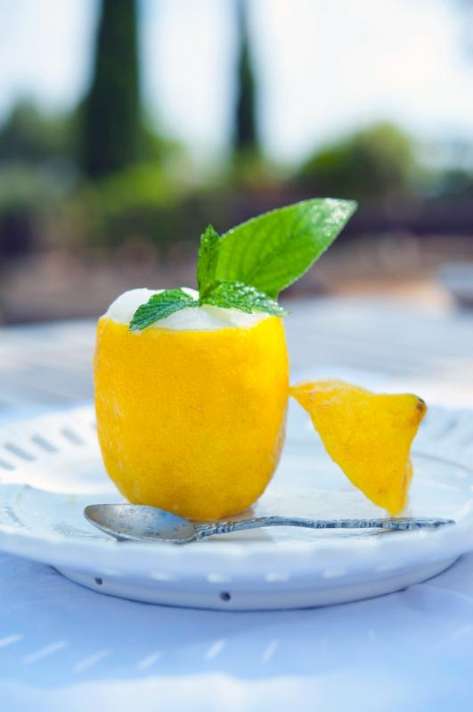 Итальянское мороженое с лимонной цедрой (Gelato).