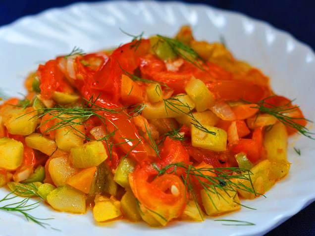 Овощное рагу из кабачков с картофелем.