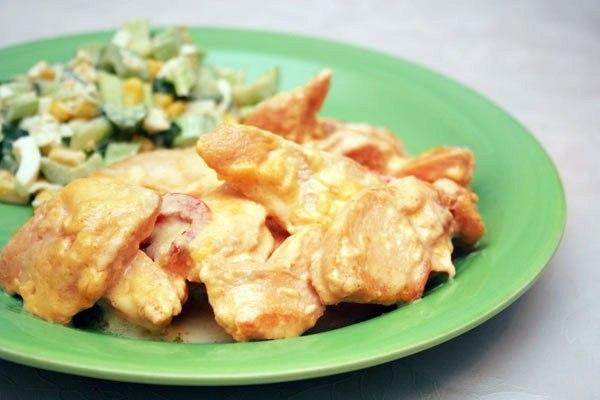Куриное филе в сырном соусе.
