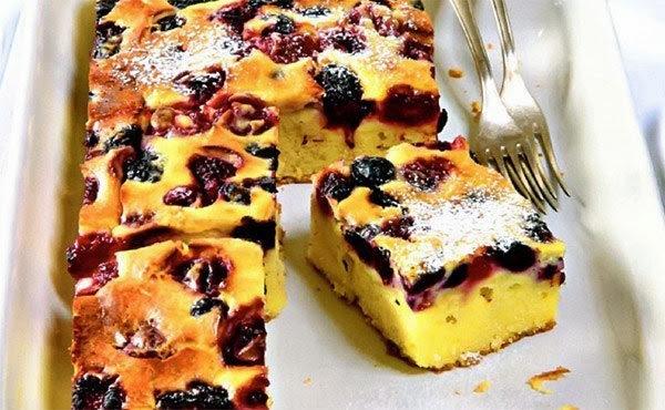 Быстрый пирог с ягодами.
