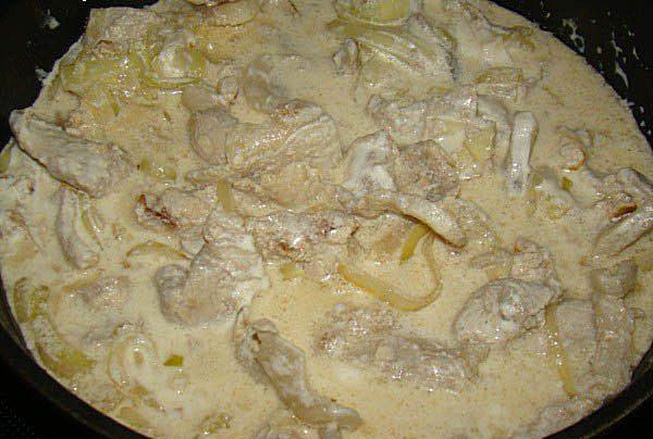 Свинина под соево-сметанным соусом.