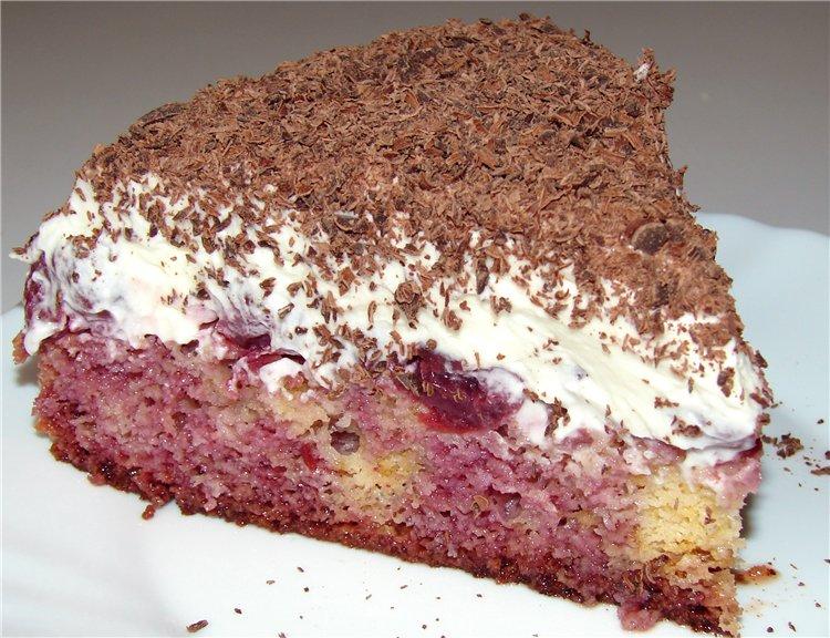 Торт с вишней и кремом из сыра маскарпоне.