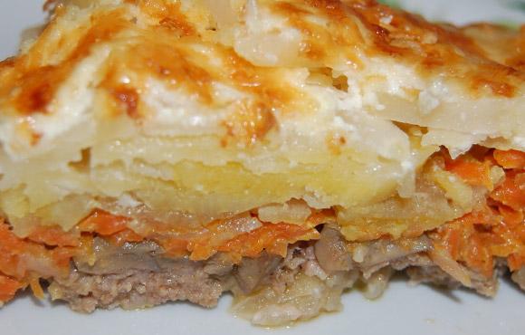 Картофельная запеканка с мясом и грибами.