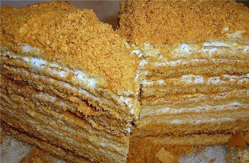 Традиционный торт «Наполеон».