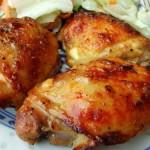 Золотистая жареная курица по‑деревенски со специями.