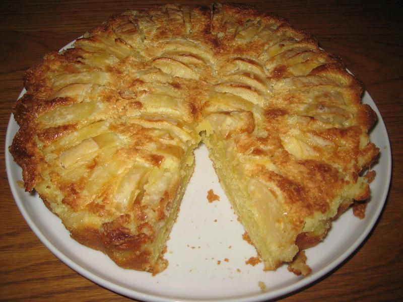 Яблочный пирог с грецкими орехами по‑провански.