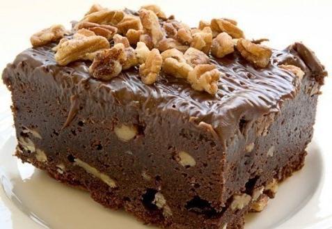 Шоколадные брауни с грецкими орехами.