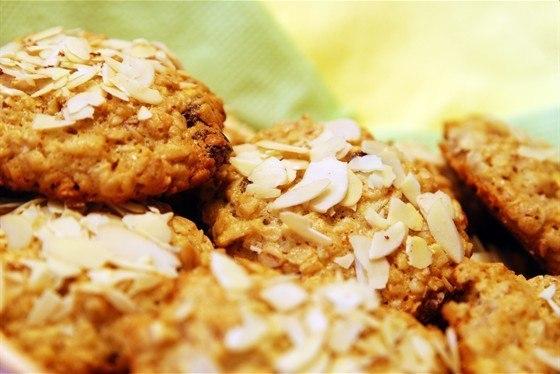 Овсяное печенье с изюмом и яблоком