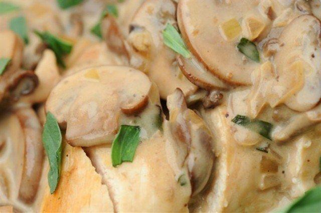 Запеченое филе индейки в сливочно — грибном соусе