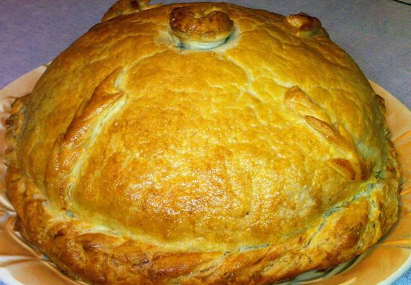 Один из самых известных русских пирогов — Курник.