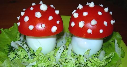 Делаем украшения для вторых блюд и салатов. Грибочки, Каллы, Цветок из помидора.