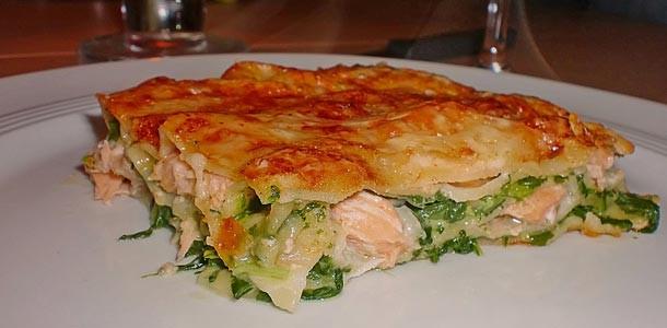 Лазанья из лосося, креветок и шпината