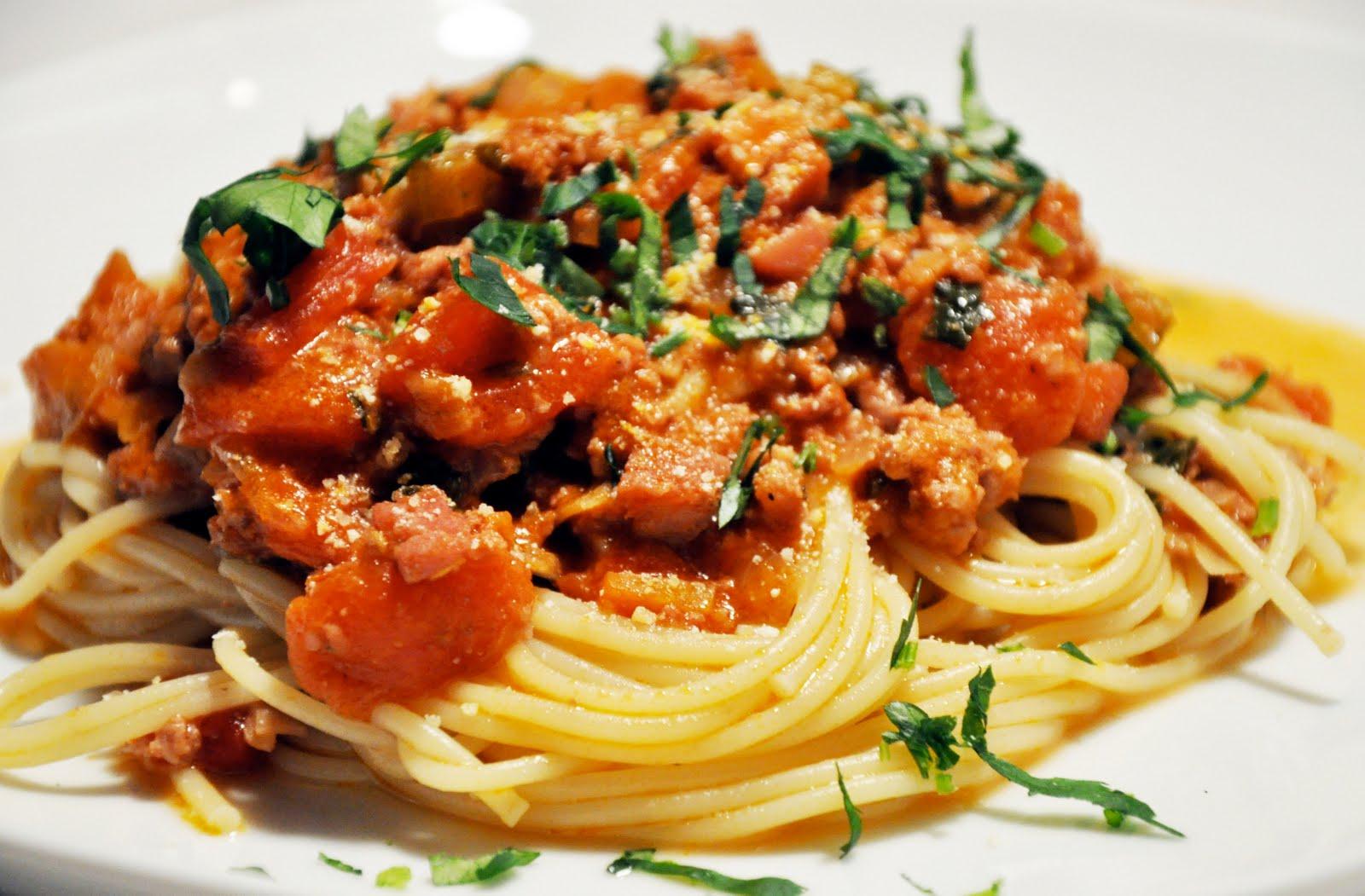 Спагетти болоньезе с говяжьим фаршем