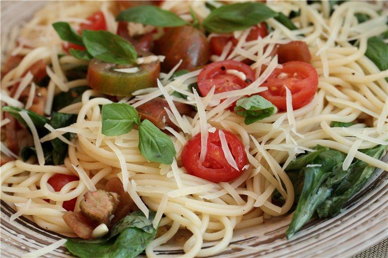 Сицилийская паста с запеченными помидорами и баклажанами