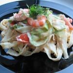 Паста с креветками и шпинатом под сливочно-чесночным соусом