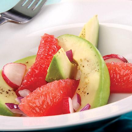 Свежий салат из грейпфрута, авокадо и редиса