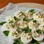 4017 Яйца, фаршированные крабовыми палочками и зеленью