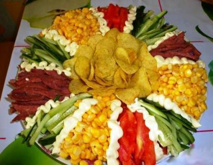Салат «Радуга» с чипсами