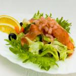 4297 Овощной салат с семгой и креветками