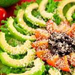 4331 Салат с авокадо, помидорами, маслинами и пармезаном