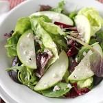 4427 Зеленый салат с яблоками и орехами