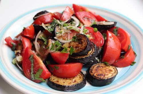 4443 Салат из баклажан и помидоров