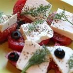 4452 Салат из помидоров и брынзы с зеленью