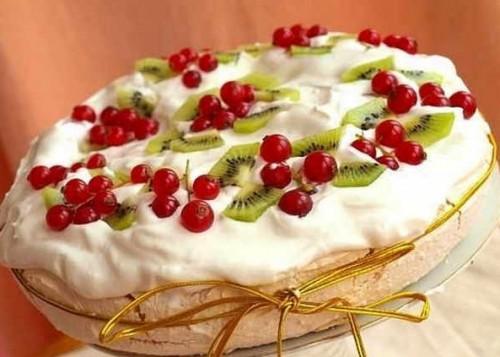 Торт с творожным кремом и меренгами