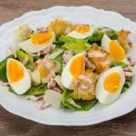 5337 Теплый салат с яйцом и беконом