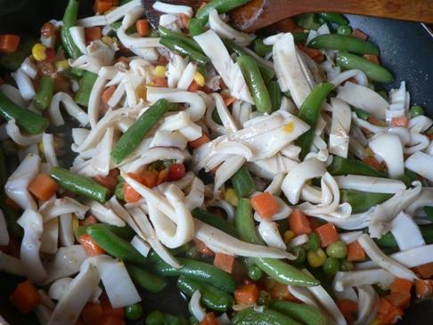 Овощи с кальмаром «Быстрый ужин»