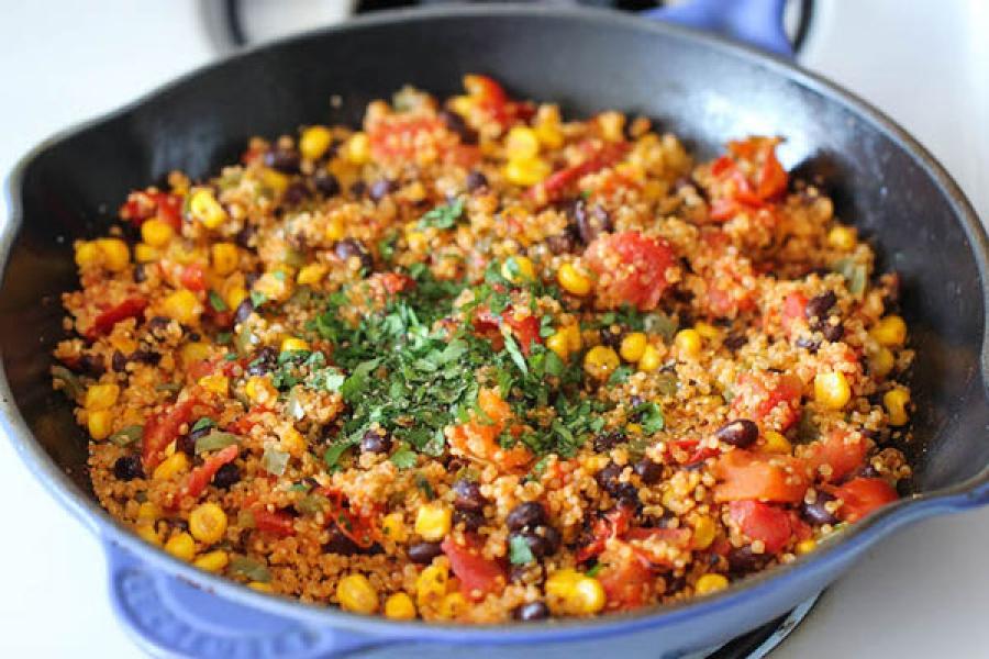 Овощное рагу с киноа по-мексикански
