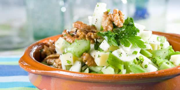 Салат из молодых кабачков с орехами